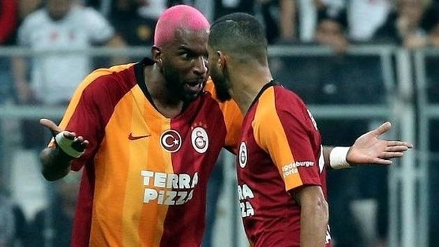 Beşiktaş-Galatasaray derbisinde Ryan Babel ve Younes Belhanda arasında tartışma